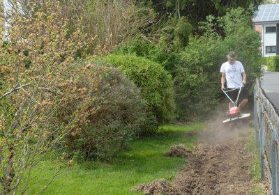 Bodenvorbereitung mit einer Bodenfräse